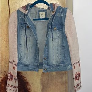 Billabong Jean jacket with hood. Size Small